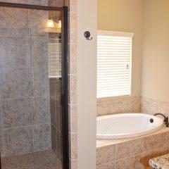 101 Arrowhead Way bathroom tub