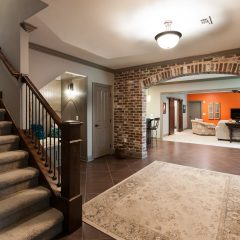 landing with basement foyer