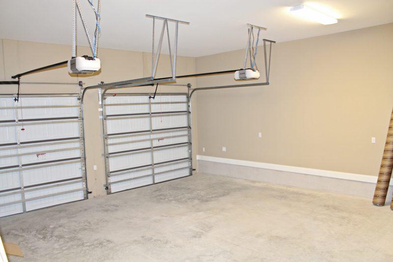 1804 Alaqua Creek Cove garage