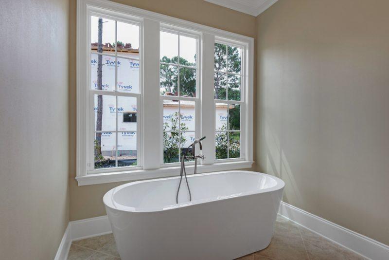 1630 San Marina master bath tub