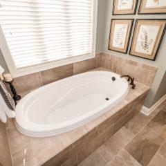 Hammock Bay model home master bath tub