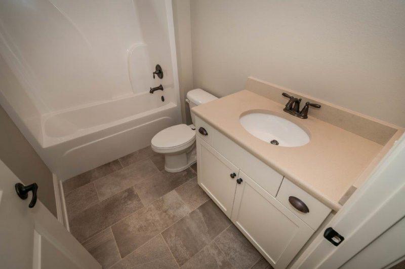 Willow Oak Guest Bathroom
