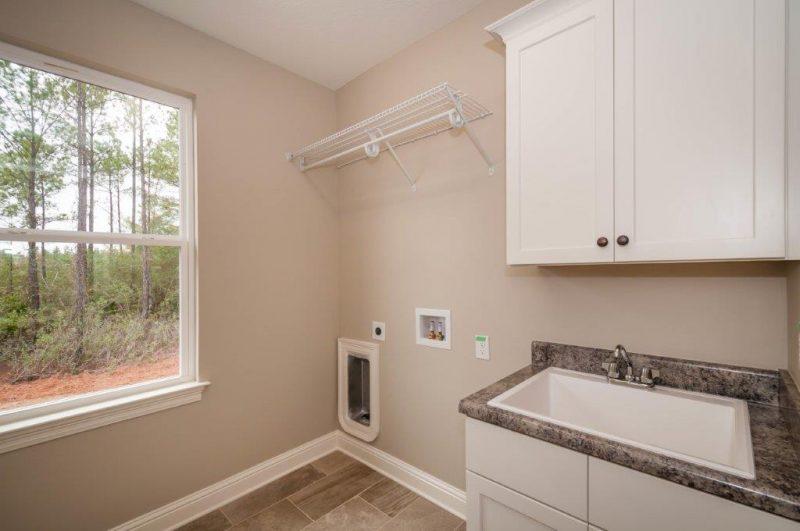 Willow Oak Laundry Room