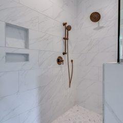 Cottage F master bath