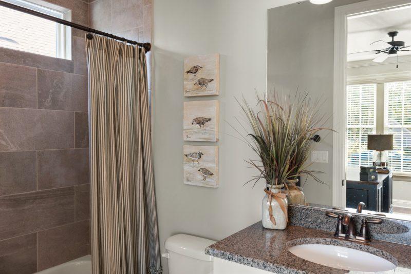 Blue Oak II Guest Bathroom