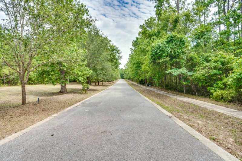 Laurel Oaks thoroughfare