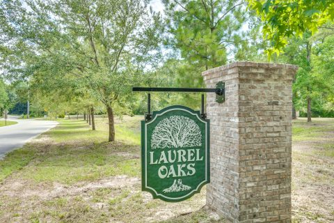 Laurel Oaks entry sign