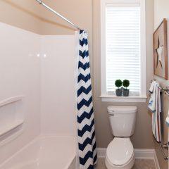 Deslauriers home guest bath