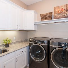 Deslauriers home laundry room
