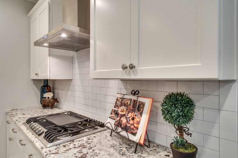 Osprey Ridge kitchen cabinets and countertop in Niceville